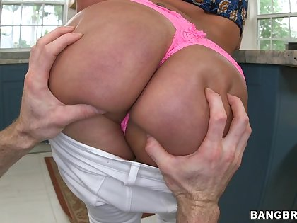 Curvy wife Vanessa Luna gets literal and fucked from behind