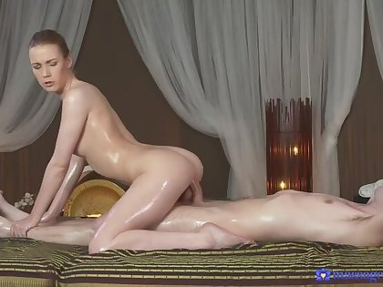 Masseuse gives client a naughty blowjob