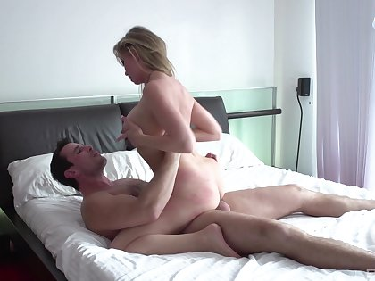 Big booty progenitrix filmed when riding younger man's penis