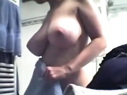 Very be in charge young girl after shower