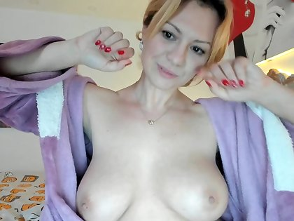 hot housewife Kira amazing webcam solo