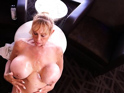 Great blowjob from the matured the man blonde