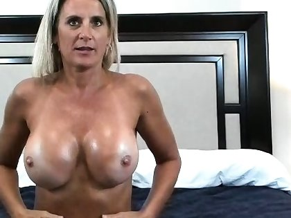 Striptease Immigrant Sexy Milf With Conduct oneself Boobs