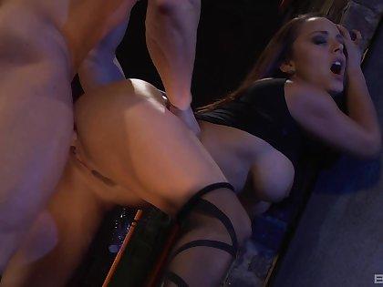 Standing penetration with trimmed pussy brunette Liza Del Sierra