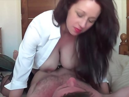 Tiro brunette squeezing her pearly nipples