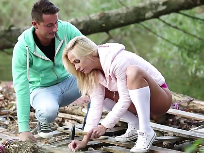 Blonde amateurish taped when trying a new dick in sexy outdoor scenes