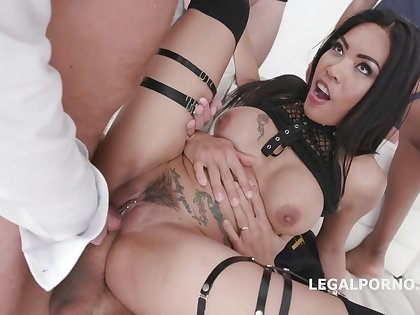 Asian brunette, Polly Pons likes to succeed in curvaceous with three hard dicks at the same time