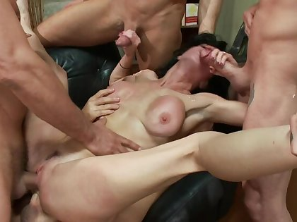 Veronica Avluv: Make an issue of Sex Addict Gets Triple Penetrated